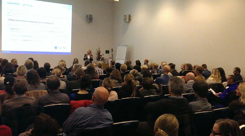 Forsamlingen med fokus på leiested og innlegg med Lise Sagdah, foto T.G. Jacobsen.